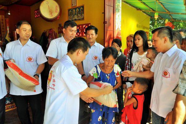 Distribusi Beras Kasih Sayang Donatur Via Perkumpulan Tridharma dan Yayasan Sutra Bakti